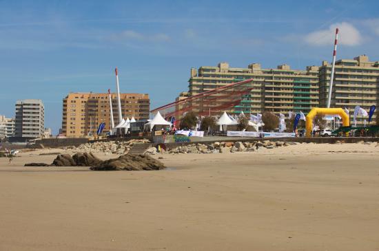 Campeonato de surf na Praia Internacional do Porto